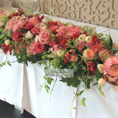 Свадебные композиции на стол молодоженов (президиум), композиции на президиум, цветочные композиции на стол молодоженов
