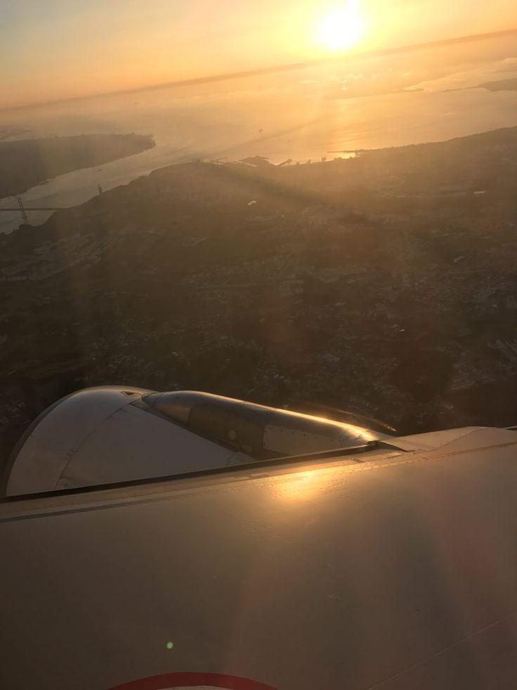 TAP Portugal von Farm nach Lissabon Unser Rückflug über Lissabon nach Hause ging um 06:05 Uhr morgens, was uns leider dazu nötigte, sehr früh aufzustehen, den Mietwagen abzugeben und am Flughafen die Koffer einzuchecken. Den Check In hatte ich am Vortag schon über die TAP App erledigt und so mussten wir nur noch zum Bagage Drop Off Schalter und unsere Koffer abgeben. Leider verstehen Passagiere die Regelungen der Fluggesellschaften nicht oder hören einfach nicht zu. Oben am Schild stand…