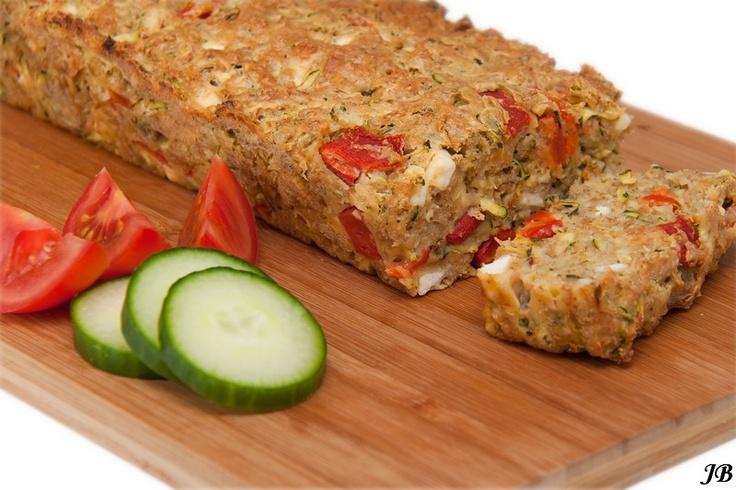 Courgettebrood met geroosterde paprika's en feta