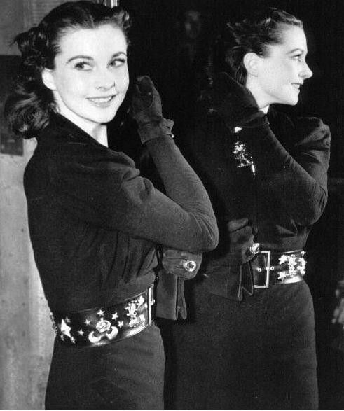 Vivien Leigh is ranked 16th on AFI's 100 Years 100 Stars list, unveiled on 15 June 1999 by the American Film Institute. This radiant icon looks dashing from either side in this almost 360 degree photo.                                 #styleicon #modcloth