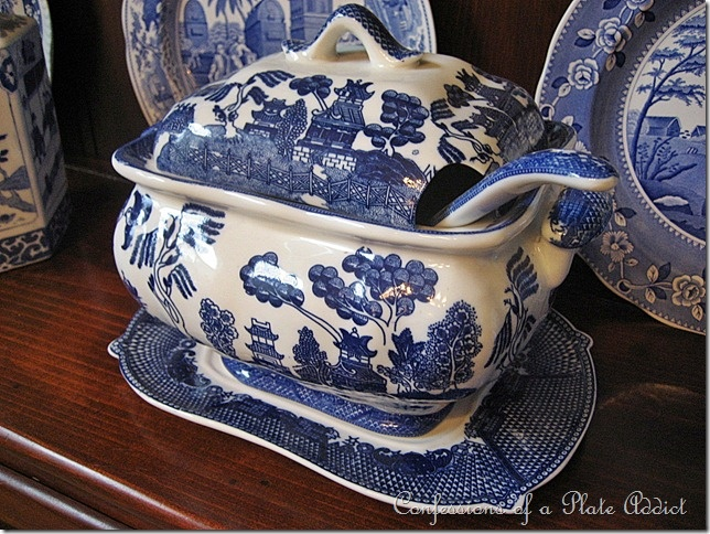 would love to find a soup tureen like this....