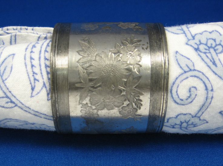 Victorian Napkin Ring Engraved Floral Antique Silver Plate Meriden USA 1879-1890