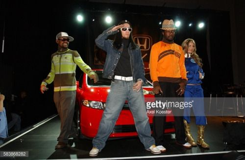 Members of the hip-hop group Black Eyed Peas at the start of the... #veracruzdemarmelar: Members of the hip-hop group… #veracruzdemarmelar