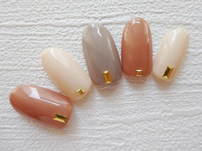 旬の手先はシンプルカラーに宝石一粒。指先で魅せる秋のトレンドネイル特集|MERY [メリー]