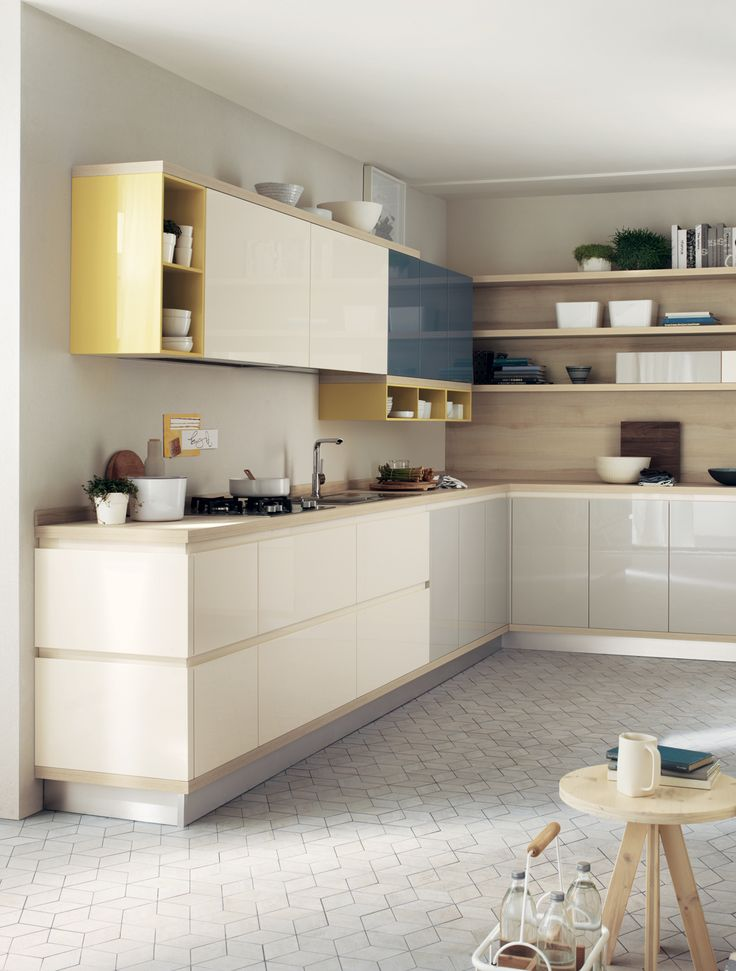 The Foodshelf model's versatility is also reflected in the extension of the recessed grip profi le of the base units onto the finishing side panel, for a truly unified, attractive composition.