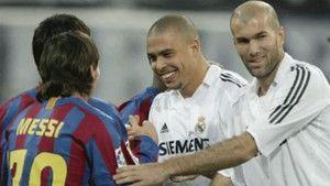 El día en el que Messi pidió la camiseta a Zidane http://www.sport.es/es/noticias/barca/dia-que-messi-pidio-camiseta-zidane-6004967