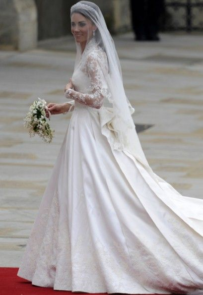 Kate Middleton's wedding dress by Sarah Burton for Alexander McQueen 2011: Wedding Dressses, Alexander Mcqueen, Duchess Of Cambridge, Wedding Dresses, Lace Sleeve, Kate Middleton, Dreams Dresses, Royals Wedding, Princesses Kate