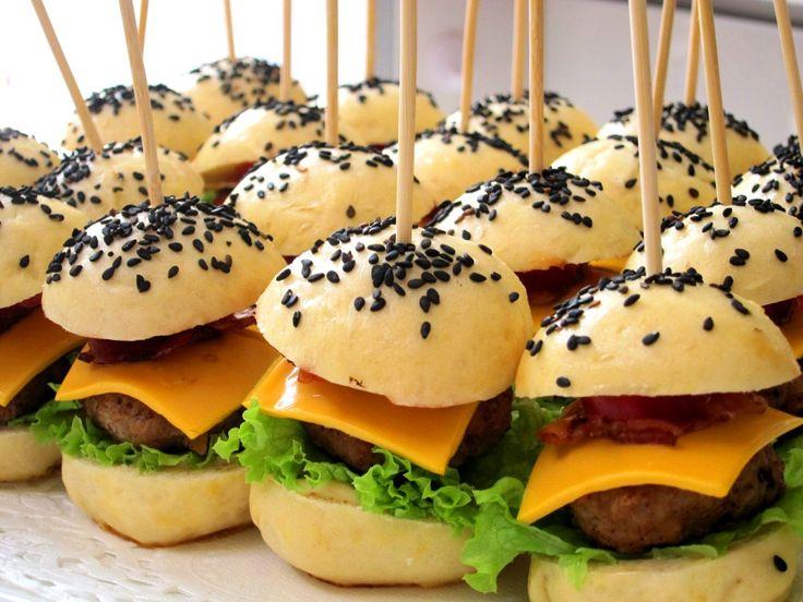 mini burgers...tres cute