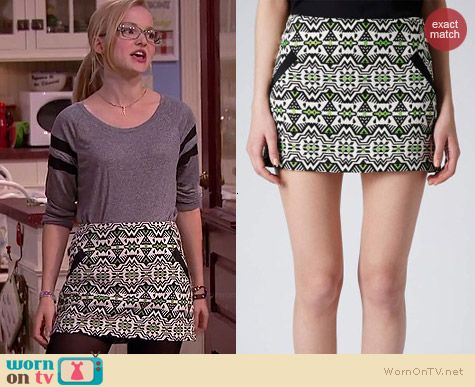 Maddie's green printed mini skirt on Liv and Maddie.  Outfit Details: http://wornontv.net/39125/ #LivandMaddie