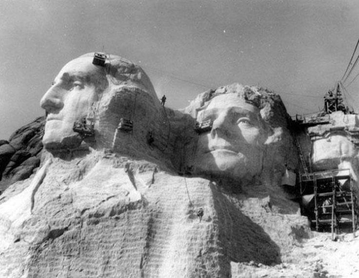 Construcţia figurilor de preşedinţi de pe muntele Rushmore