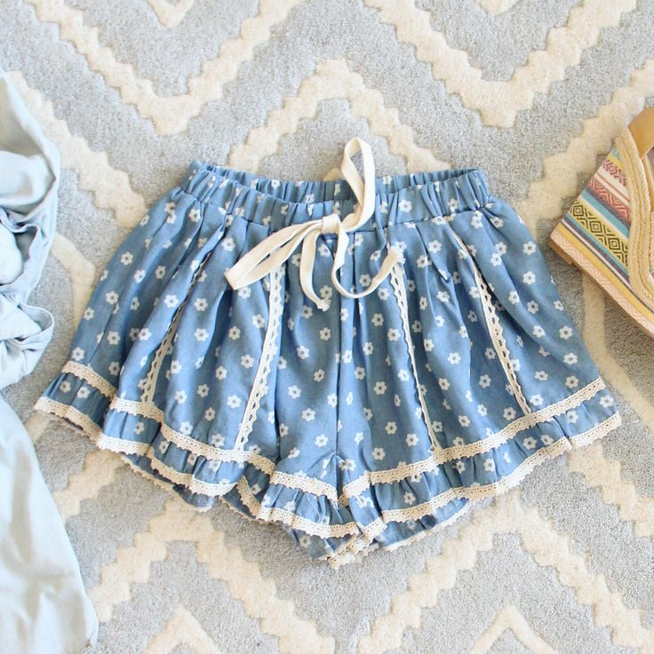 Chambray & Daisies Shorts: Alternate View #1