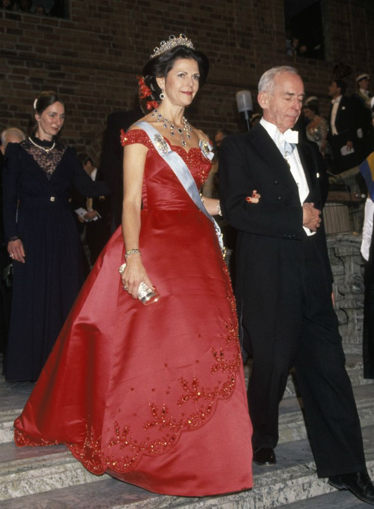 Queen Silvia at the Nobel prize ceremony in 1991 Dress made by Jorgen Bender