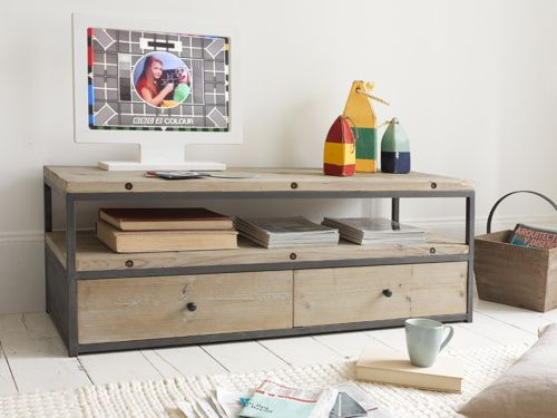 Finally a TV unit that looks the business. Our Hercule is handmade out of reclaimed fir boards which are rustic and charming. Ker-ching!