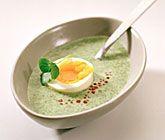 Smaklig och förträffande god soppa med en vacker uppsyn. Smakerna från spenat, kokosmjölk och kajennpeppar passar exemplariskt ihop och tillsammans med en ägghalva och forellrom blir soppan en höjdare!