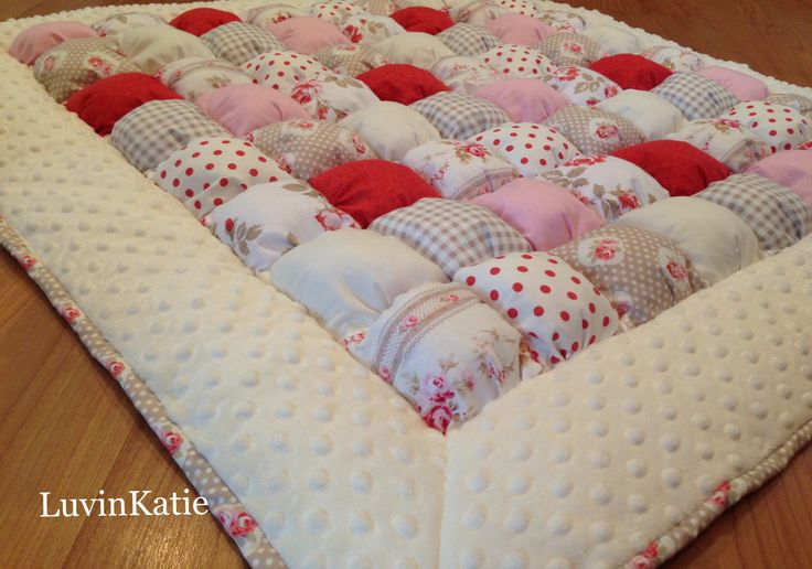 1000 ideas about bubble quilt on pinterest puff quilt for Floor quilt for babies