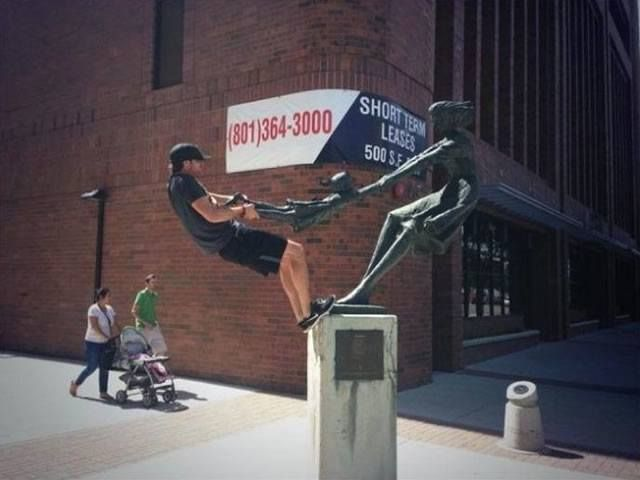 Give Me The Little Girl! 30 Hilarious Pictures Taken With Statues • BoredBug