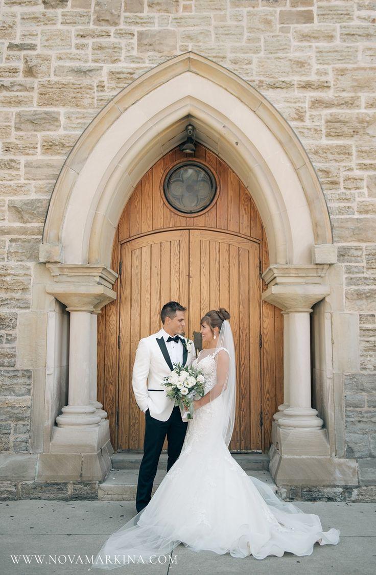 Classic, Elegant Wedding Portrait || Bride and Groom Portrait Inspiration || NovaMarkina Photography || See more of this Liuna Station Wedding here: http://www.novamarkina.com/blog/liuna-station-wedding-photography-k-a