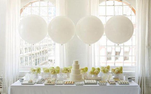 festa de 15 anos balões nas mesa do bolo