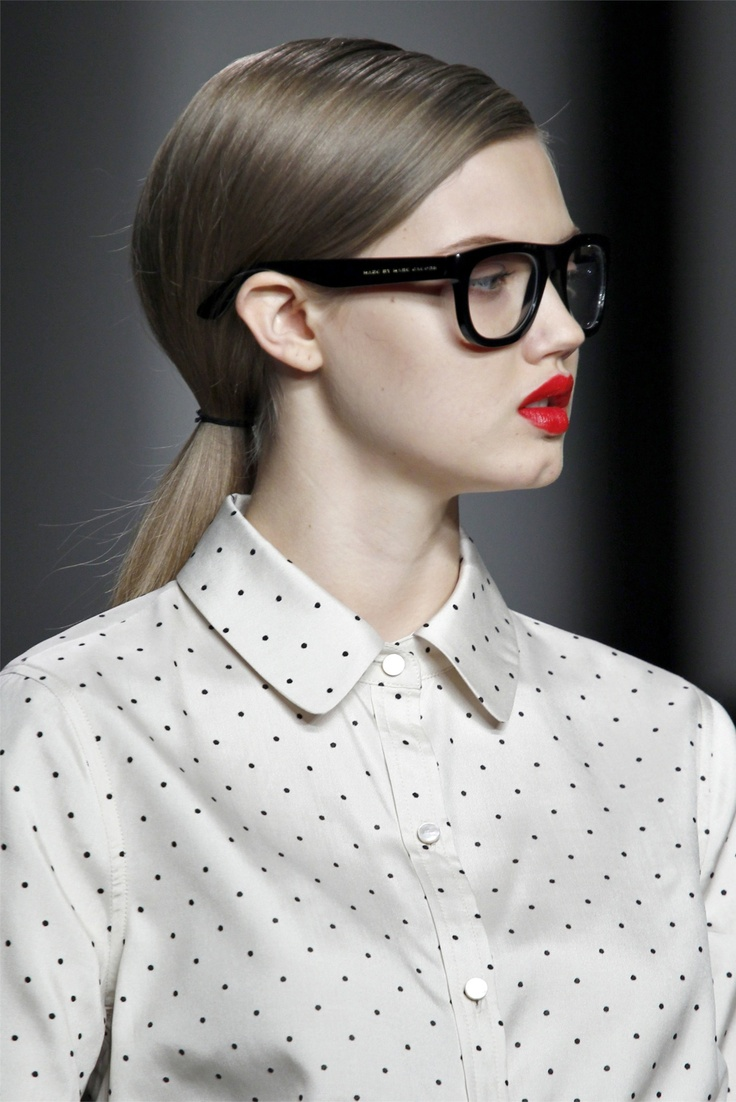 Lindsey Wixson rocking the nerd glasses and red lippy