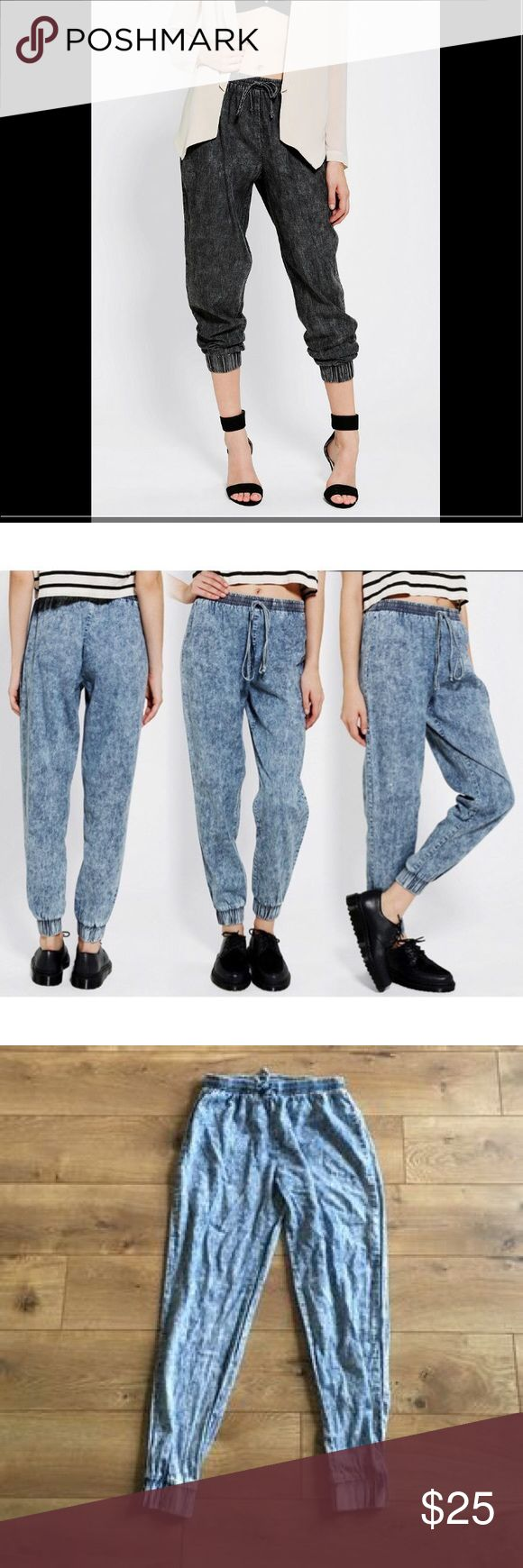 Urban Outfitters Sparkle and Fade Acid wash jogger Urban Outfitters Sparkle and Fade Acid wash joggers XS for perfect for dressing up with heels or wearing with sneakers. Urban Outfitters Pants Track Pants & Joggers