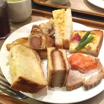 サンドイッチ、お総菜パン、スイーツ系まで、さまざまな種類のパンが食べ放題。どれも1口サイズなので、たくさんの種類を食べることができます。おすすめは、サンドイッチ。テイクアウトではなかなかたくさんの種類を食べることができませんが、ここならいろんな種類のサンドイッチを試すことができます。