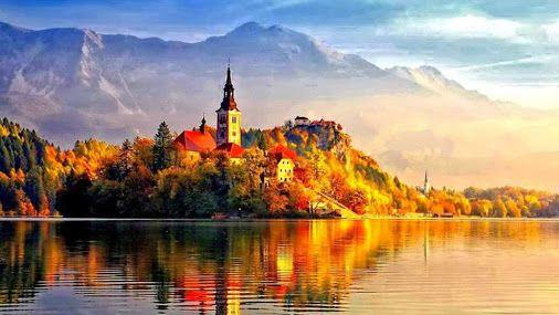 Bled (Eslovenia) un pequeñito pueblo turístico situado cerca de la frontera con Austria.El pueblo vive por y para el lago de aguas azules, tranquilas y cristalinas que tanta fama tiene en la región.El lago Bled rodeado de montañas casi por completo, y gracias a ello cuenta con temperaturas algo más agradables que el resto de Eslovenia, rematado por el castillo medieval de Bled, una de las fortalezas más antiguas de Eslovenia. blog.GustavoyEly.com