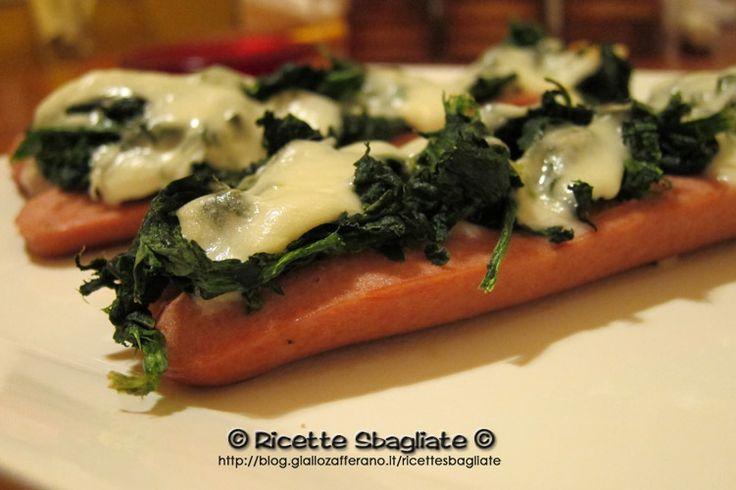 Barchette di wurstel e spinaci