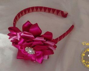 Tiara Trançada Rosa Claro e Esc. c/ Flor