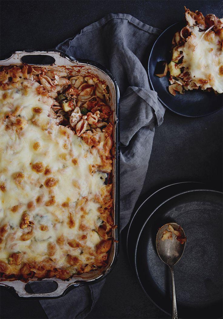 Cette recette est presque comme une lasagne, mais elle est vraiment plus rapide à faire. L'avantage, c'est qu'on peut préparer toute la recette la veille et la faire cuire en revenant du travail. On a alors l'impression de gagner du temps parce que le repas est déjà prêt. De plus, comme ça donne plusieurs portions, on a des lunchs pour les jours suivants.