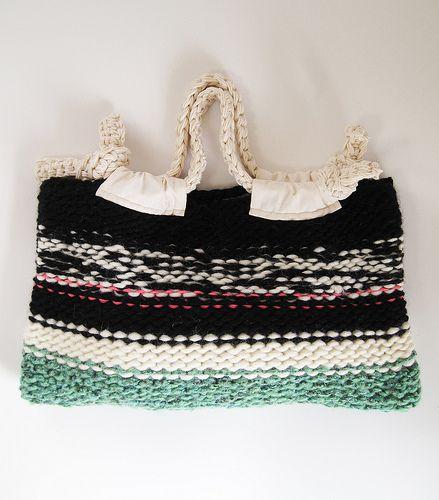 "KNIT BAG ""STELLA"" / WOOL/BLK MIX. .... Make a crochet version"