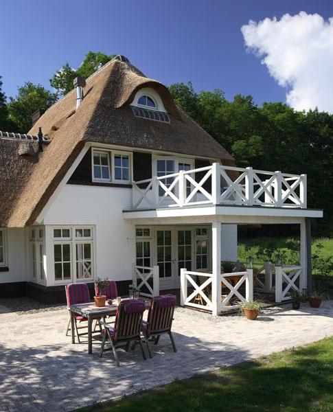 Villa met prachtige veranda en dakterras