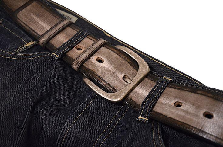 Чем отличается мужской ремень в джинсы от женского кроме дизайна? Основных отличий три: - ремень кроется по прямой; - кожа используется более толстая, 3-3,5 мм; - ширина - от 4 до 5 см; Я представляю Вашему вниманию широкий ремень для джинс - его ширина 5 см. Идеально подходит для шлевок.