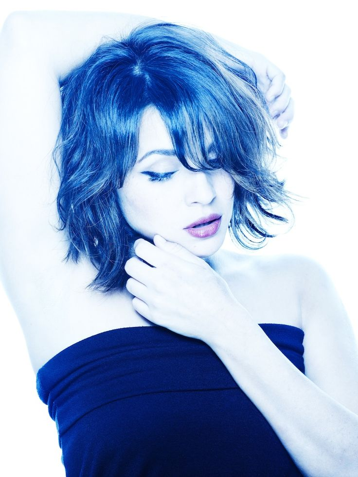 Norah Jones breaks out of her predictable songstress shell with corrosive pop bombs | NIGHTLIFE.CA