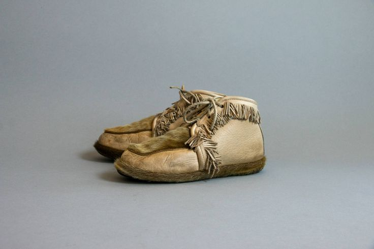 Vintage 1950's Huron Tribe Moccasins Quebec Canada , Fur and Leather Fringe Moccasins Women's Size 7, Native American Shoes by thiefislandvintage on Etsy