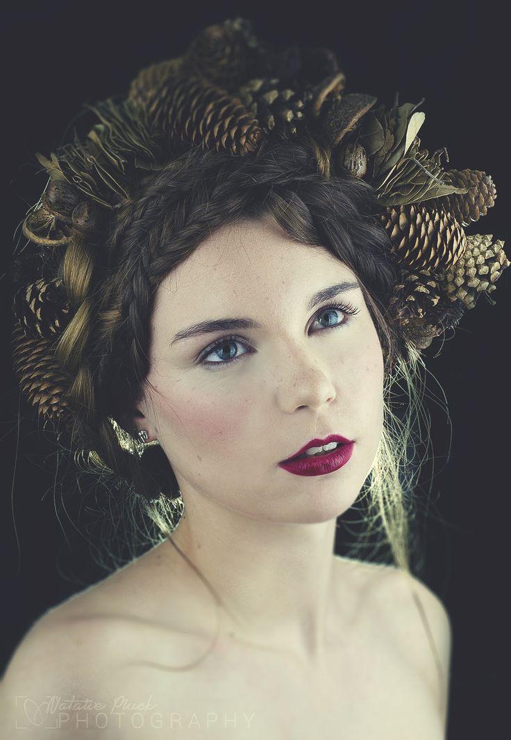 Autumn beauty #freckles #perfectskin #mua #plumlips #pinecones #autumn #makeupartist www.lauramacmakeup.com