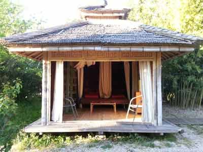 la cabane des Chambres d'hôtes et yourtes à vendre à 10mn des Gorges de l'Ardèche dans le Gard