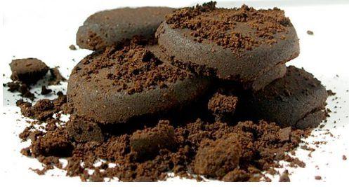 I fondi di caffè possono essere usati in casa, in giardino, nell'orto. Per disincrostare le tubature e tenere lontane le lumache