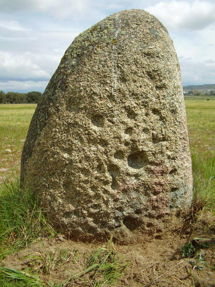 Resultado de imagen de Menhir de la Laguna del Conejo