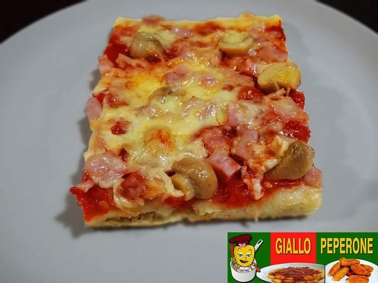 Ingredienti per 1 pizza: 350 gr diImpasto base per la Pizza casareccia 200 gr. di prosciutto cotto in una sola fetta Funghi champignon sottolio 100 gr di
