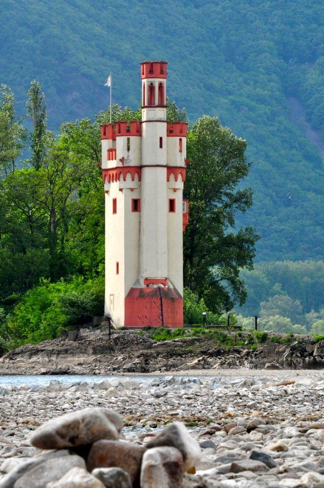 Aufgenommen während der langen Trockenperiode im April 2011/ Mouse Tower (Mauseturm) is a stone tower on a small island in the Rhine, outside Bingen am Rhein, Germany