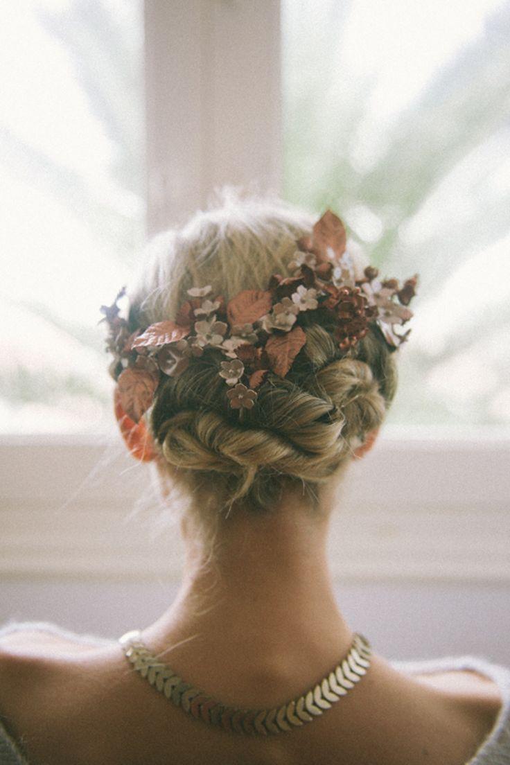 Tocado novia en forma de tiara con flores en tela!