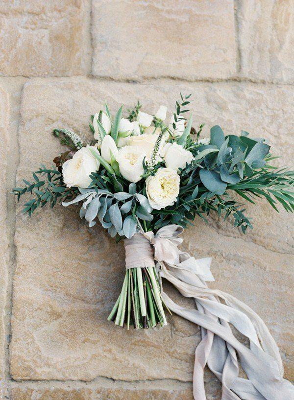 elegante ramo de novia blanco y verde