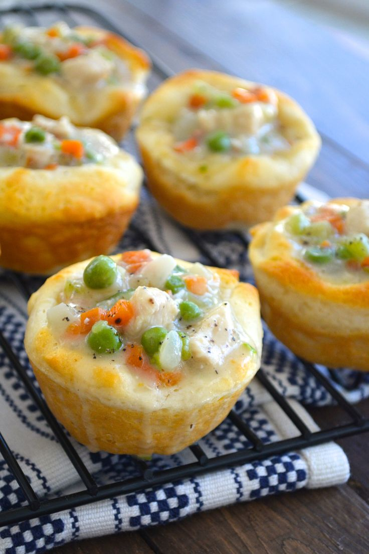 Mini Chicken Pot Pie Bites - Ilove this twist on chicken pot pies...I think this woul dbe a fave with my Kiddies!