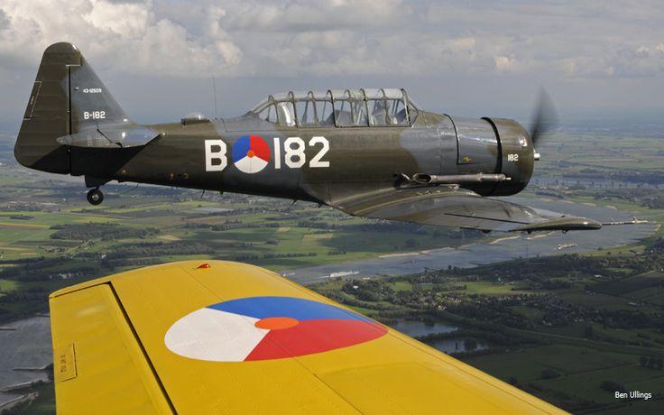 KLu Historische Vlucht :: AT-16 'Harvard'