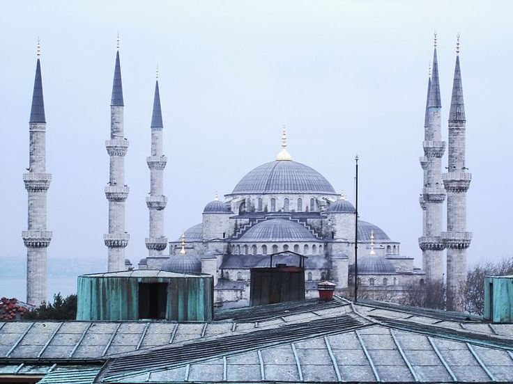 ISLAM. Błękitny Meczet w Stambule. Kopuła spłaszczona.