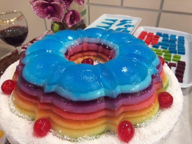 Pudim arco-íris e balas de gelatina