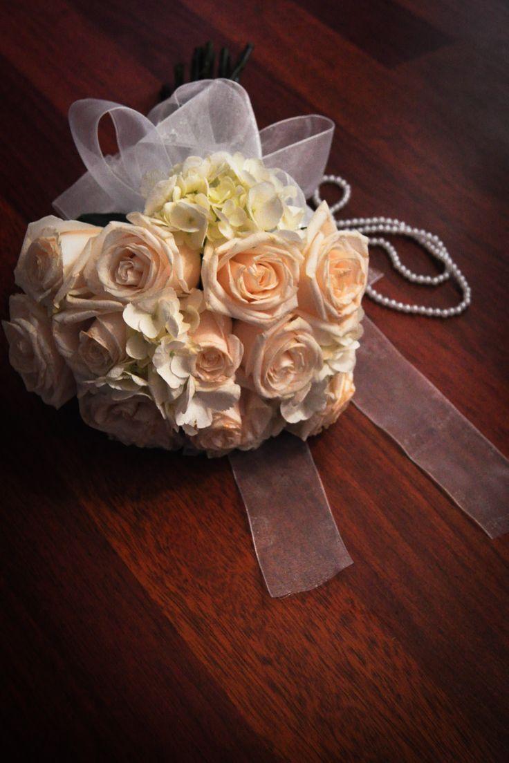 Ramo de Novia...rosas en tonos pastel, cintas y perlas