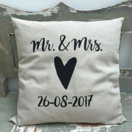 Kussen bruiloft Mr.&Mrs. trouwdatum en hart