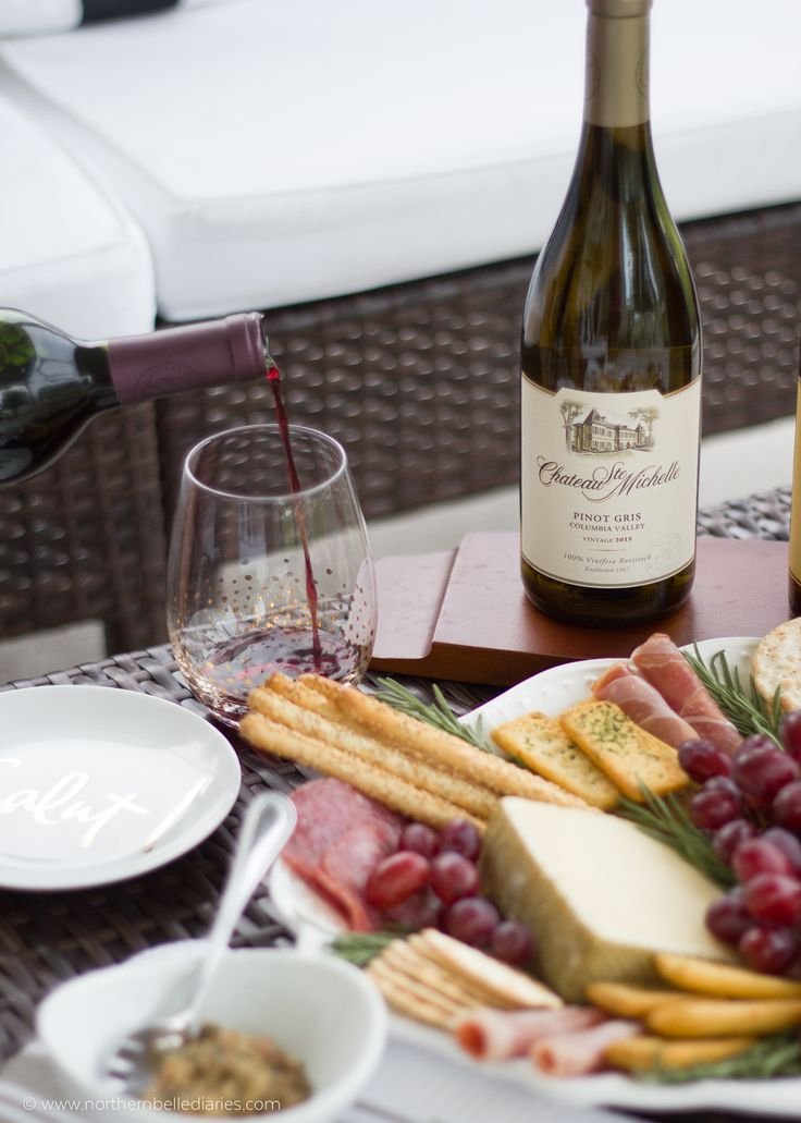 Create a gorgeous and yummy cheese platter to pair with your perfect sip of wine #10perfectsips @stemichelle #ad
