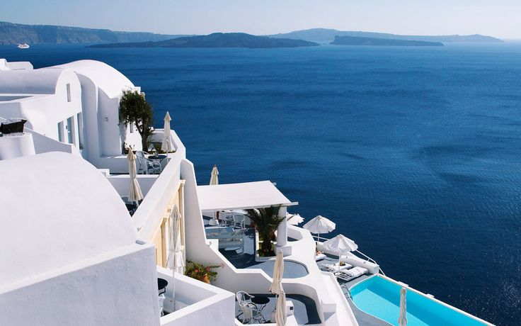 20 Amazing Hotels In Striking Locations You Must Visit - Travel Den